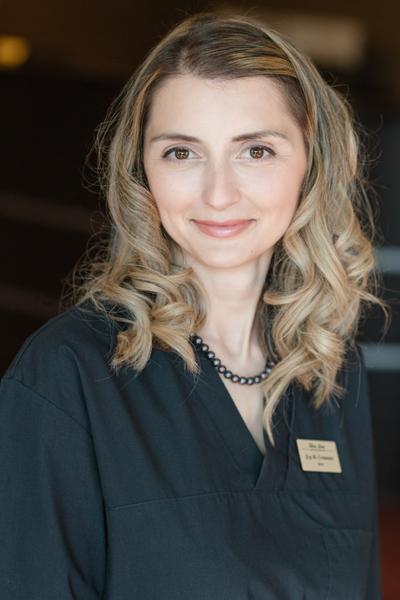 Д-р Женя Стоянова - Екип Skin Line Варна